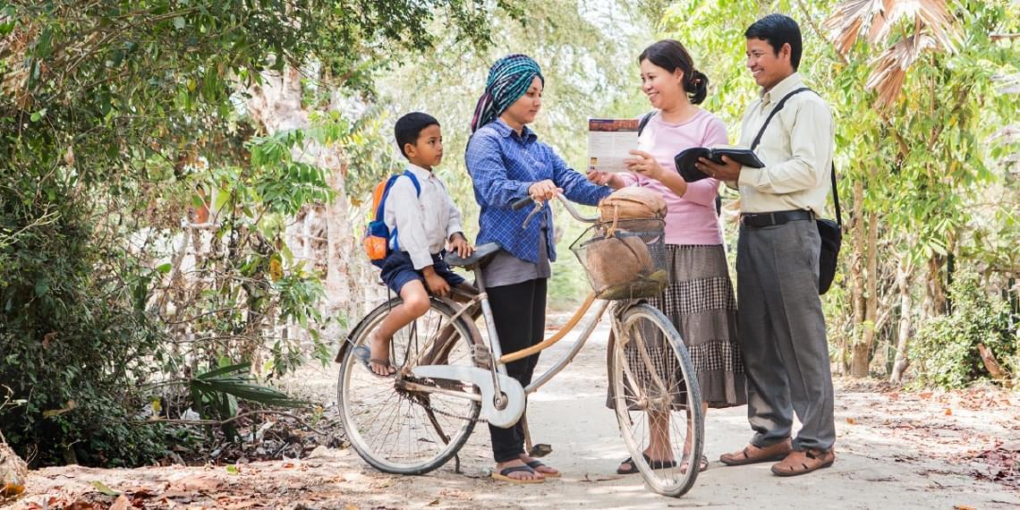 Świadkowie Jehowy bez krawatów